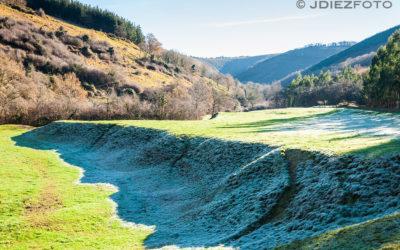 Amanecer con el rocío sobre los pastos de Barcenillas