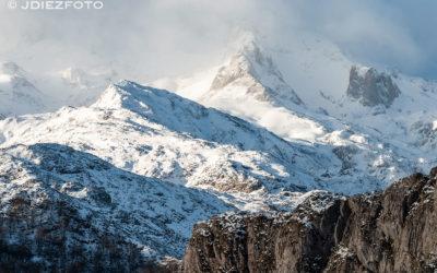 Luces después de la salida del sol en los Lagos de Covadonga