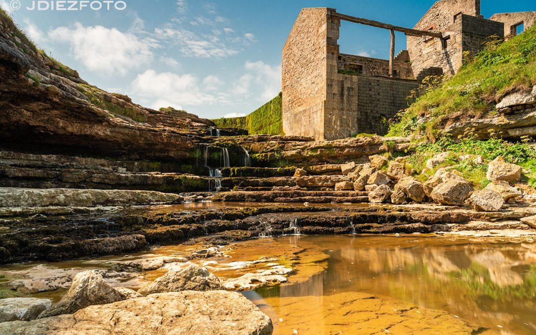 Cascada del Molino del Bolao. Acantilados de Cóbreces