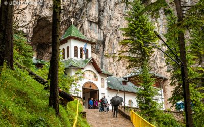 Monasterio de Pestera y cueva Ialomicioara