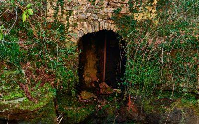 Molino abandonado en el río Pisueña