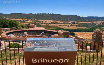 Pueblo de Brihuega en la floración de la Lavanda