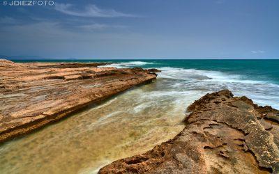 Faro del Cabo de Huertas y sus calas de roca. Alicante