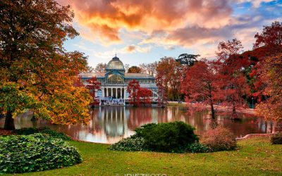 Puesta de sol otoñal en el Palacio de Cristal del Retiro